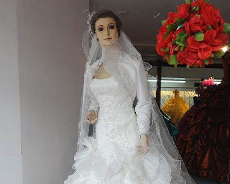 Kinh hoàng cửa hàng áo cưới dùng thi thể làm ma-nơ-canh suốt 80 năm? 1