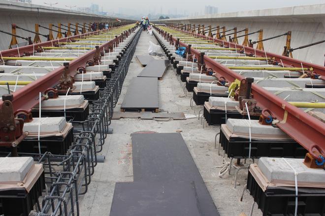 Cận cảnh 2km đường ray đầu tiên của tuyến metro trị giá 2,49 tỷ USD Bến Thành - Suối Tiên 1