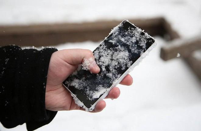 Bi kịch trời lạnh: Pin điện thoại sụt nhanh đến thảm họa. Tại sao vậy? 1