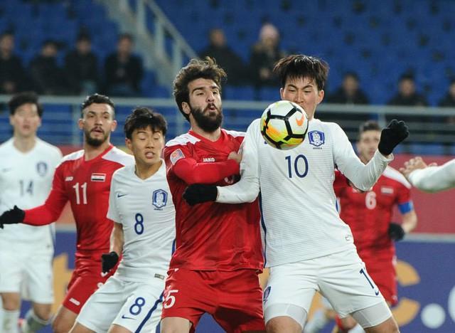 """Thắng """"như đùa"""", Hàn Quốc trao món quà quý hơn vàng cho U23 Việt Nam 1"""