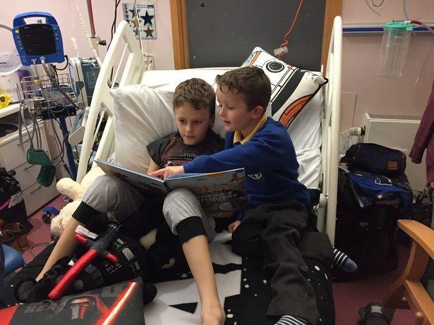 Cậu bé ung thư chiến đấu giành giật sự sống từng ngày để kịp gặp mặt em gái mới sinh trước khi qua đời 4
