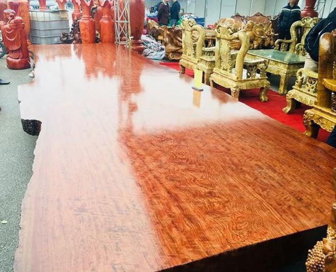 Sập gỗ nu Cẩm Lai trị giá 3 tỷ đồng xuất hiện tại Hà Nội 2