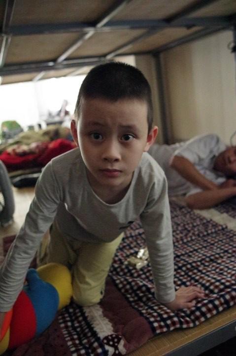 Hà Nội: Phát hiện bé trai khoảng 5 tuổi có dấu hiệu tự kỉ đi lạc 1