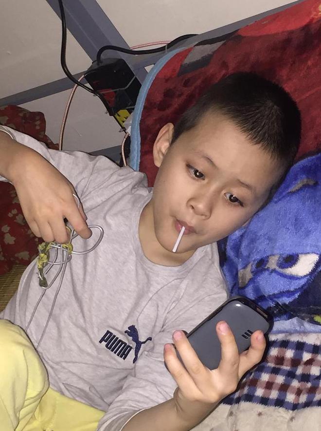 Hà Nội: Phát hiện bé trai khoảng 5 tuổi có dấu hiệu tự kỉ đi lạc 2