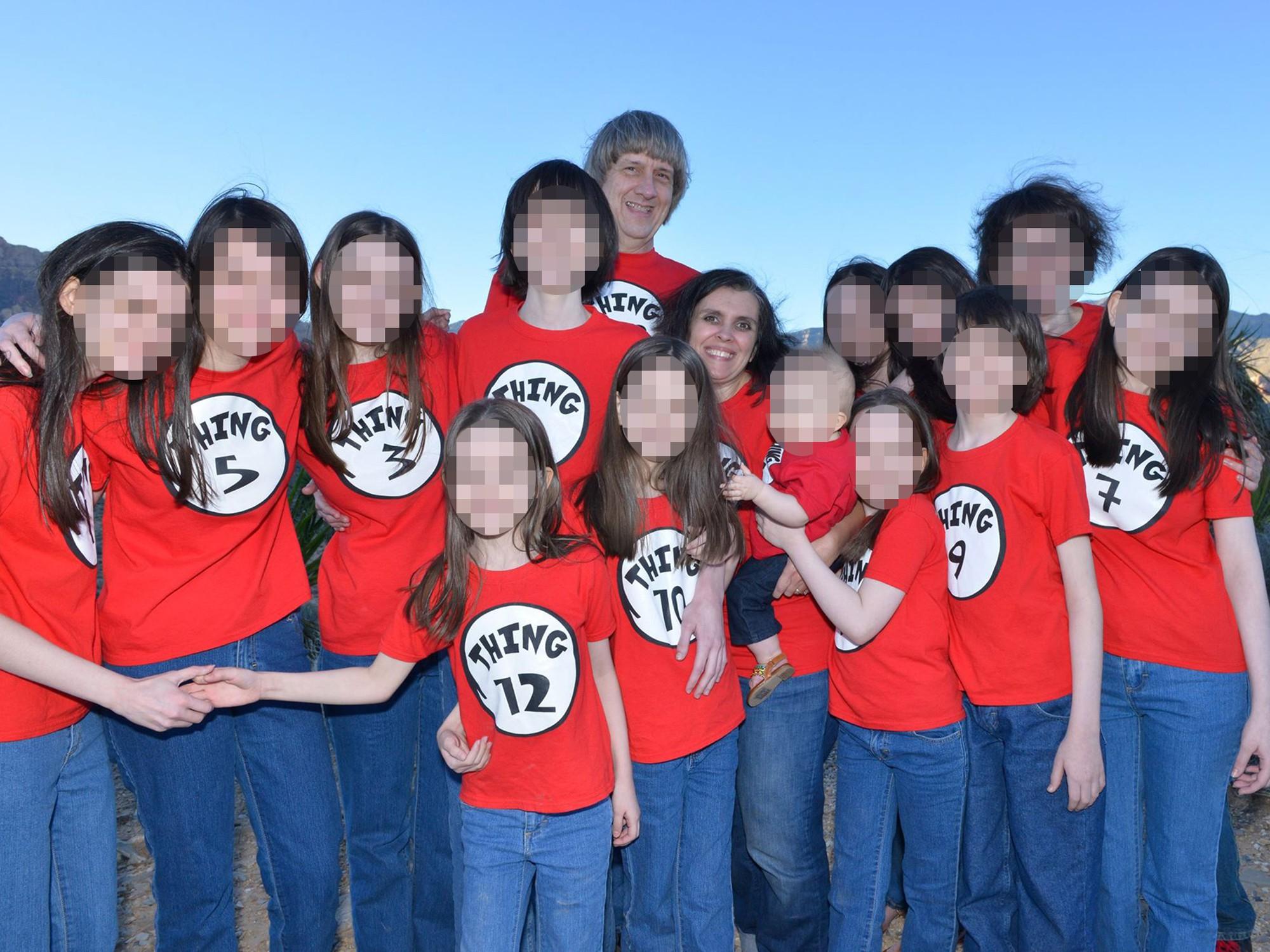 'Kẽ hở' cho vụ cha mẹ tra tấn, bạo hành 13 người con: Căn phòng tra tấn trẻ em núp bóng 'trường học tại gia' ở Mỹ 1