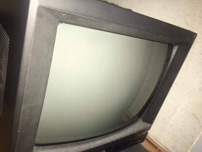 Cô gái khoe chiếc TV xài 15 năm mới 'lên đời', biết được lý do phía sau ai cũng phải xúc động 3