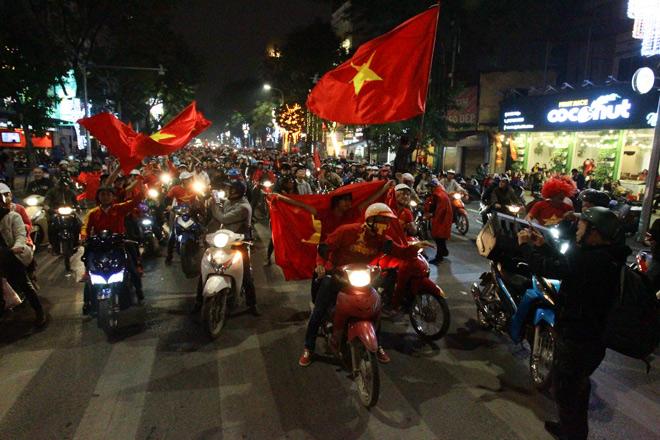 Công điện hỏa tốc yêu cầu ngăn chặn và xử lý nghiêm đua xe sau trận U23 Việt Nam - Qatar 1
