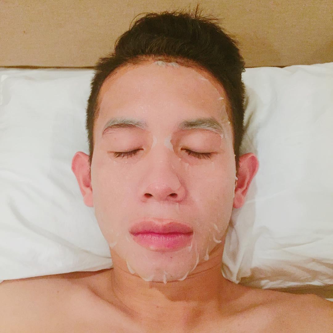 Ít ai ngờ người hùng Nguyễn Phong Hồng Duy của U23 Việt Nam cũng thích đắp mặt nạ giấy - Ảnh 2.