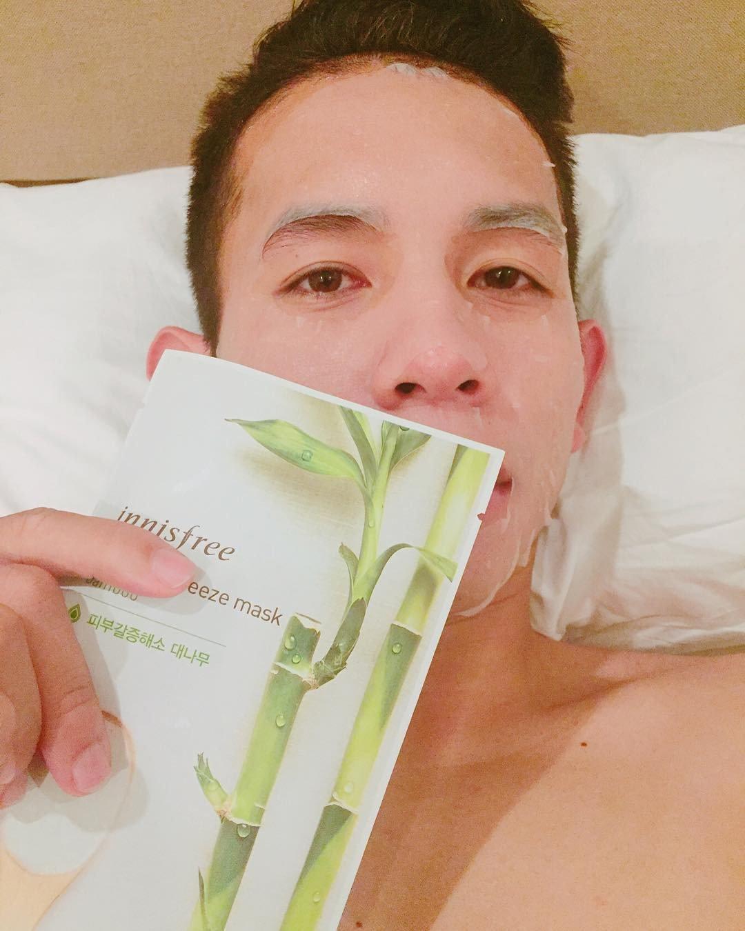 Ít ai ngờ người hùng Nguyễn Phong Hồng Duy của U23 Việt Nam cũng thích đắp mặt nạ giấy - Ảnh 5.