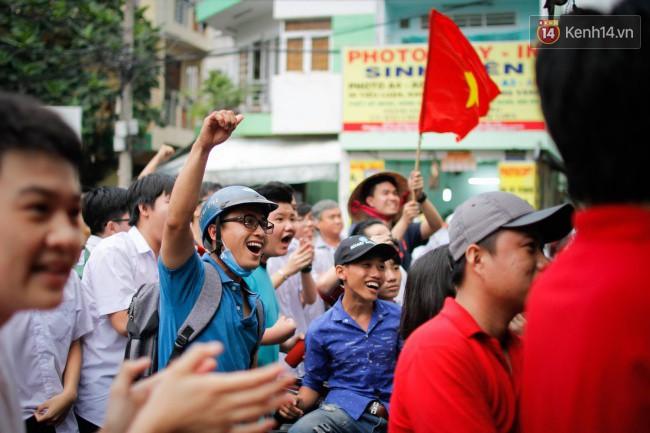 """Một đêm """"vui quên Tết"""" bởi U23 Việt Nam: Hôm nay ra đường, ai cũng dễ thương! 7"""