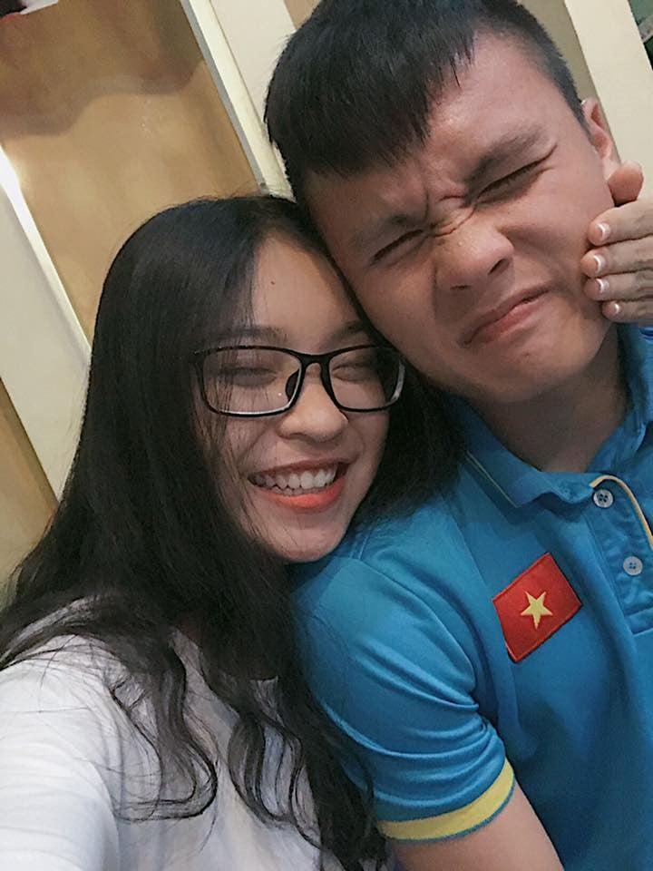 Ghen tỵ với nhan sắc của bạn gái Nguyễn Quang Hải U23 Việt Nam 3