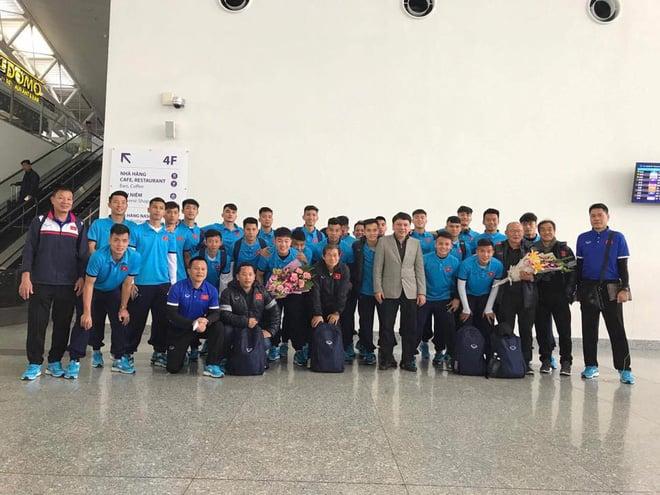 Không chỉ riêng áo nỉ, U23 Việt Nam mà đồng phục thứ gì, thứ đấy thể nào cũng là hot trend - Ảnh 11.