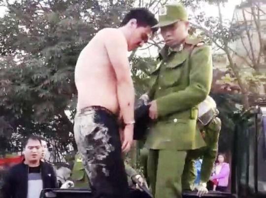 Cảnh sát nổ súng khống chế kẻ