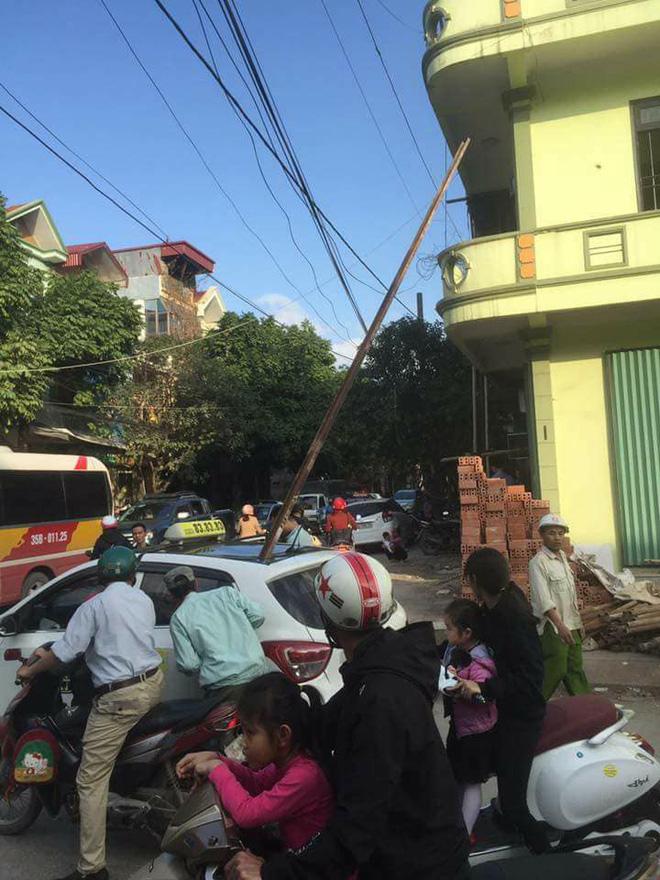 Thanh sắt rơi xuyên taxi 1 người tử vong: Nhân chứng kể lại giây phút hãi hùng 1