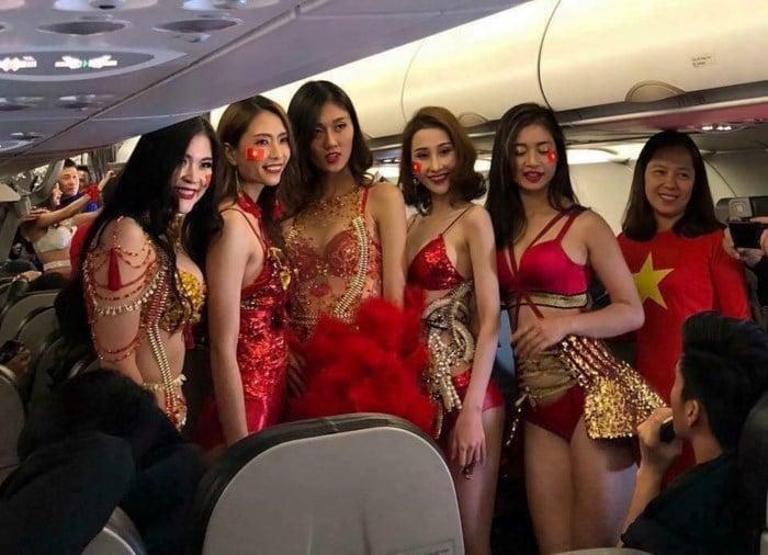 Image result for đón U23 Việt Nam của Vietjet Air