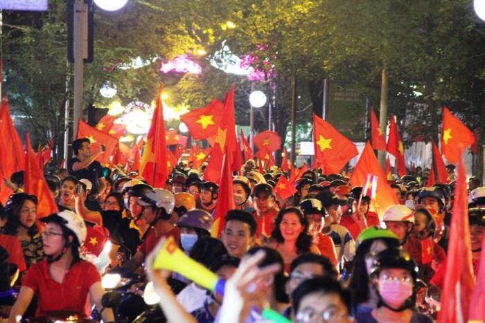 Lạng lách, đánh võng sau các trận của U23 Việt Nam, hàng trăm