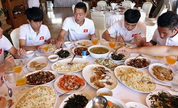 """Thực đơn như """"khách sạn cao cấp"""" mà ông Park Hang Seo yêu cầu """"bằng giá nào U23 Việt Nam cũng phải được hưởng"""" 3"""