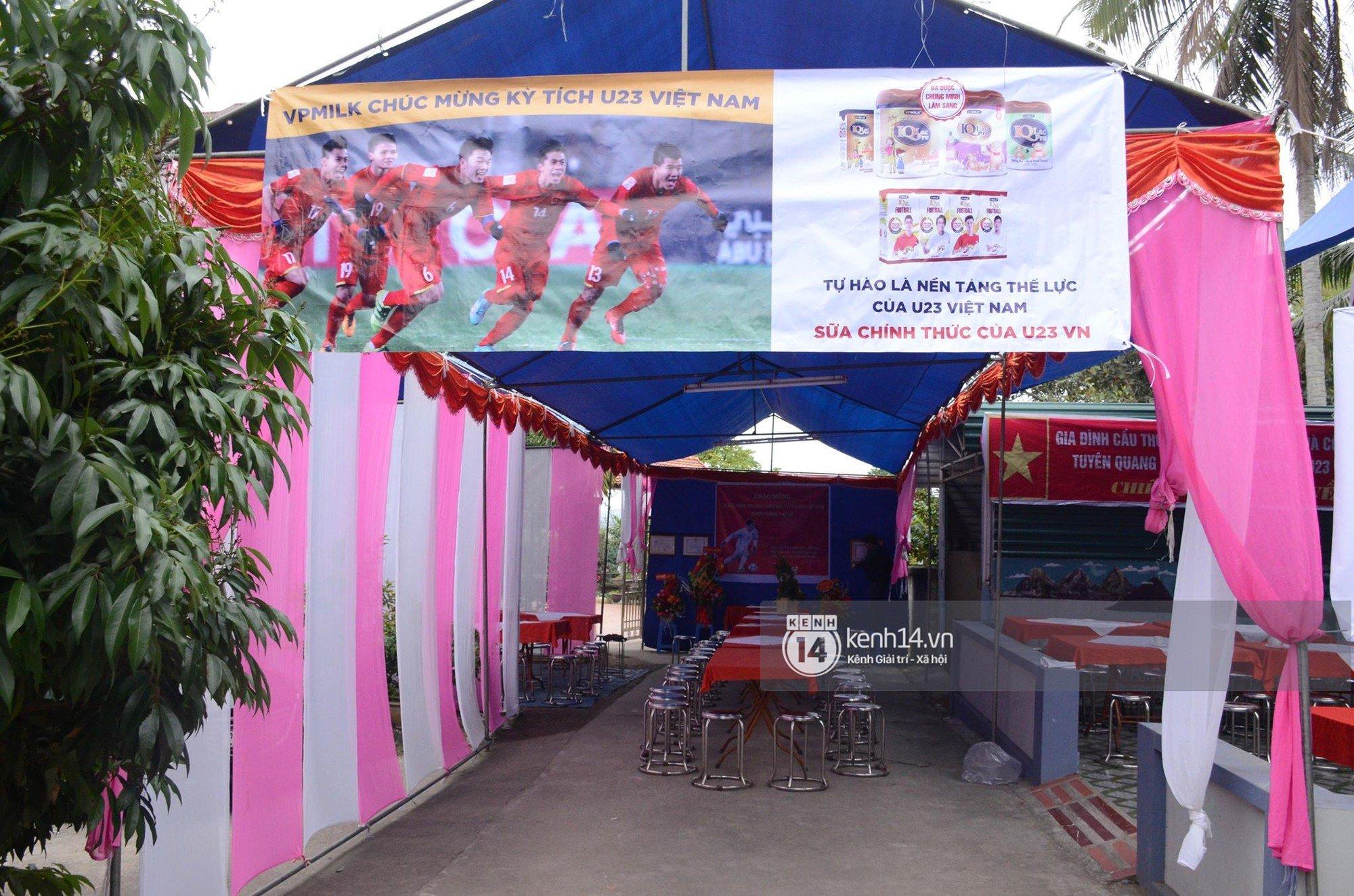 Người dân Tuyên Quang nườm nượp đổ ra đường chào đón cầu thủ Xuân Trường trở về quê hương 4