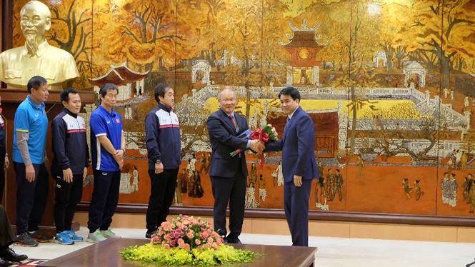 Hà Nội khen thưởng đột xuất cầu thủ Quang Hải U23 Việt Nam 1