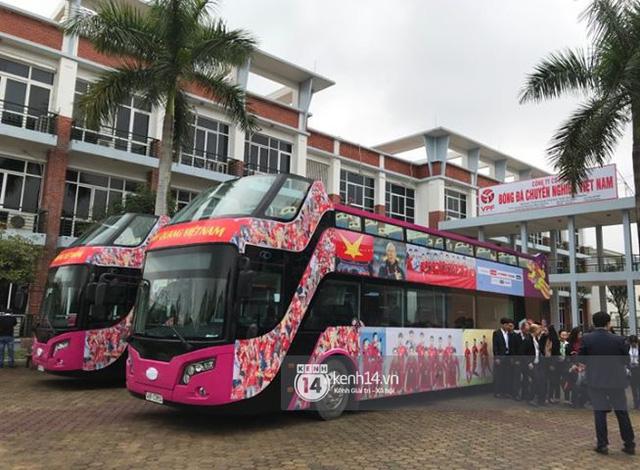 Bạn có tò mò về chiếc xe bus đón các tuyển thủ U23 Việt Nam hôm qua? 4