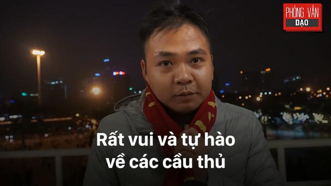 Hình ảnh Phỏng vấn dạo: Cảm xúc của người hâm mộ khi đón U23 Việt Nam trở về trong vòng tay số 4