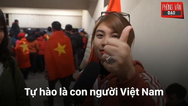 Hình ảnh Phỏng vấn dạo: Cảm xúc của người hâm mộ khi đón U23 Việt Nam trở về trong vòng tay số 5