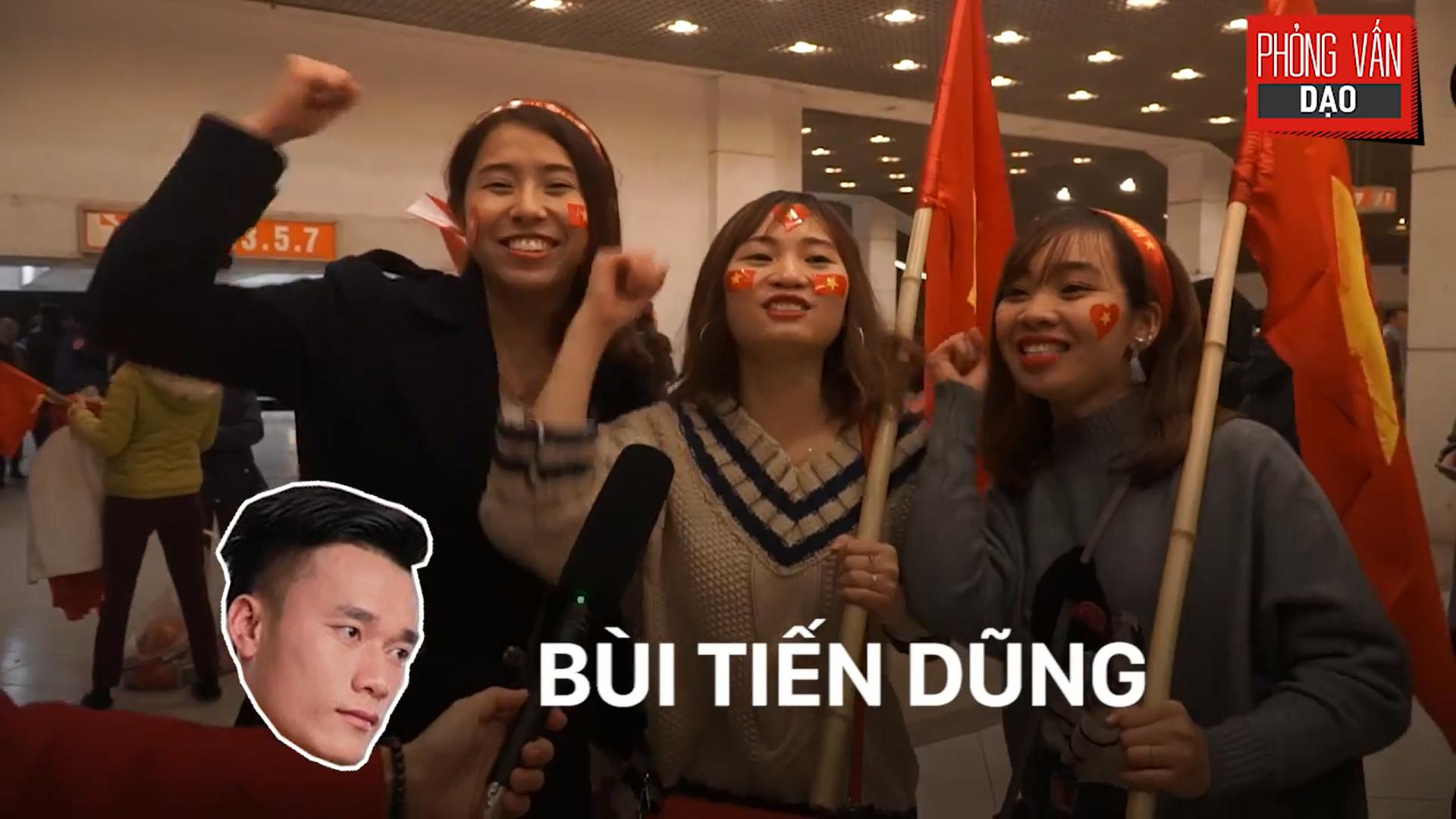 Phỏng vấn dạo: Cảm xúc của người hâm mộ khi đón U23 Việt Nam trở về trong vòng tay - Ảnh 6.