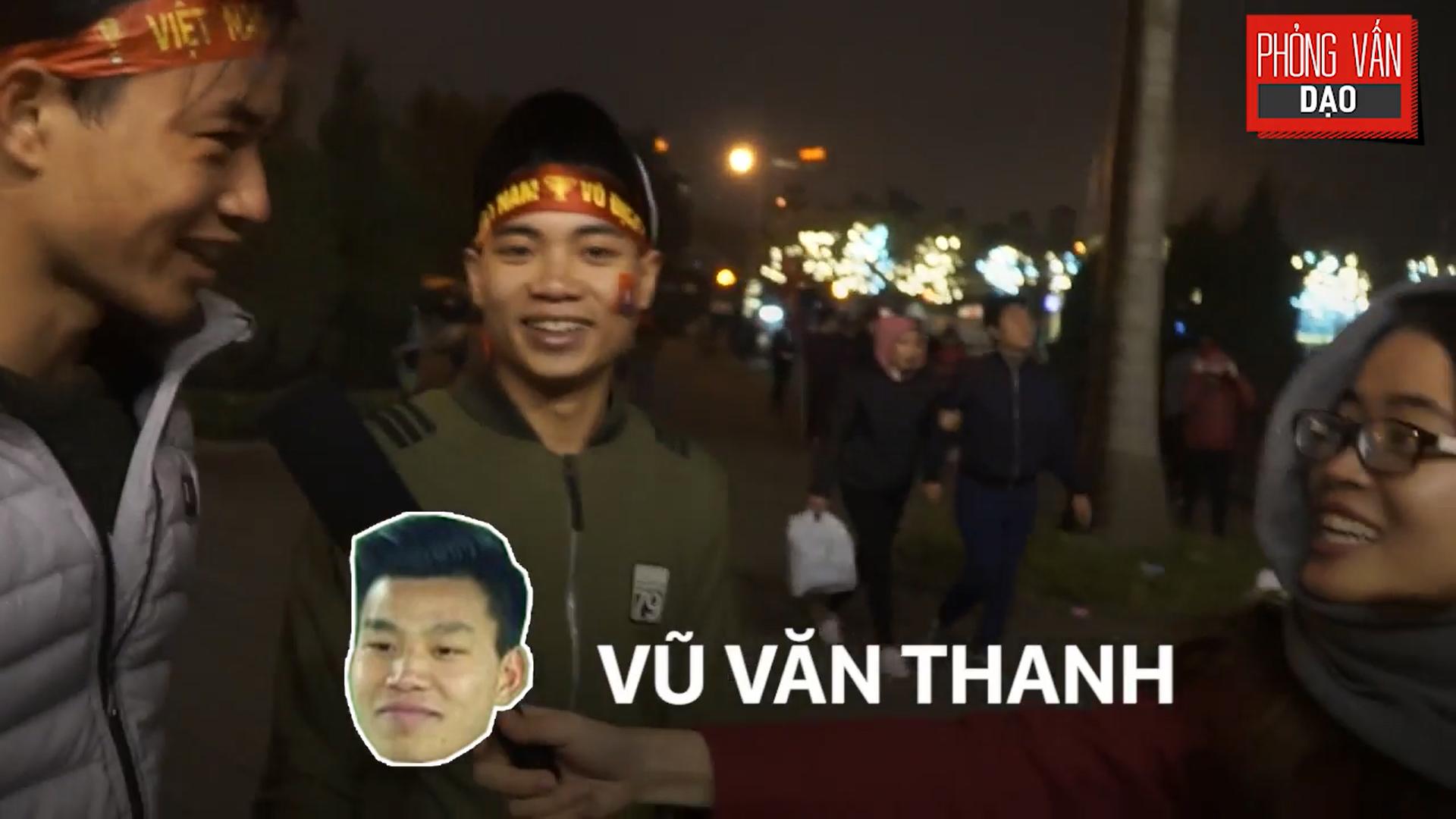 Phỏng vấn dạo: Cảm xúc của người hâm mộ khi đón U23 Việt Nam trở về trong vòng tay - Ảnh 10.