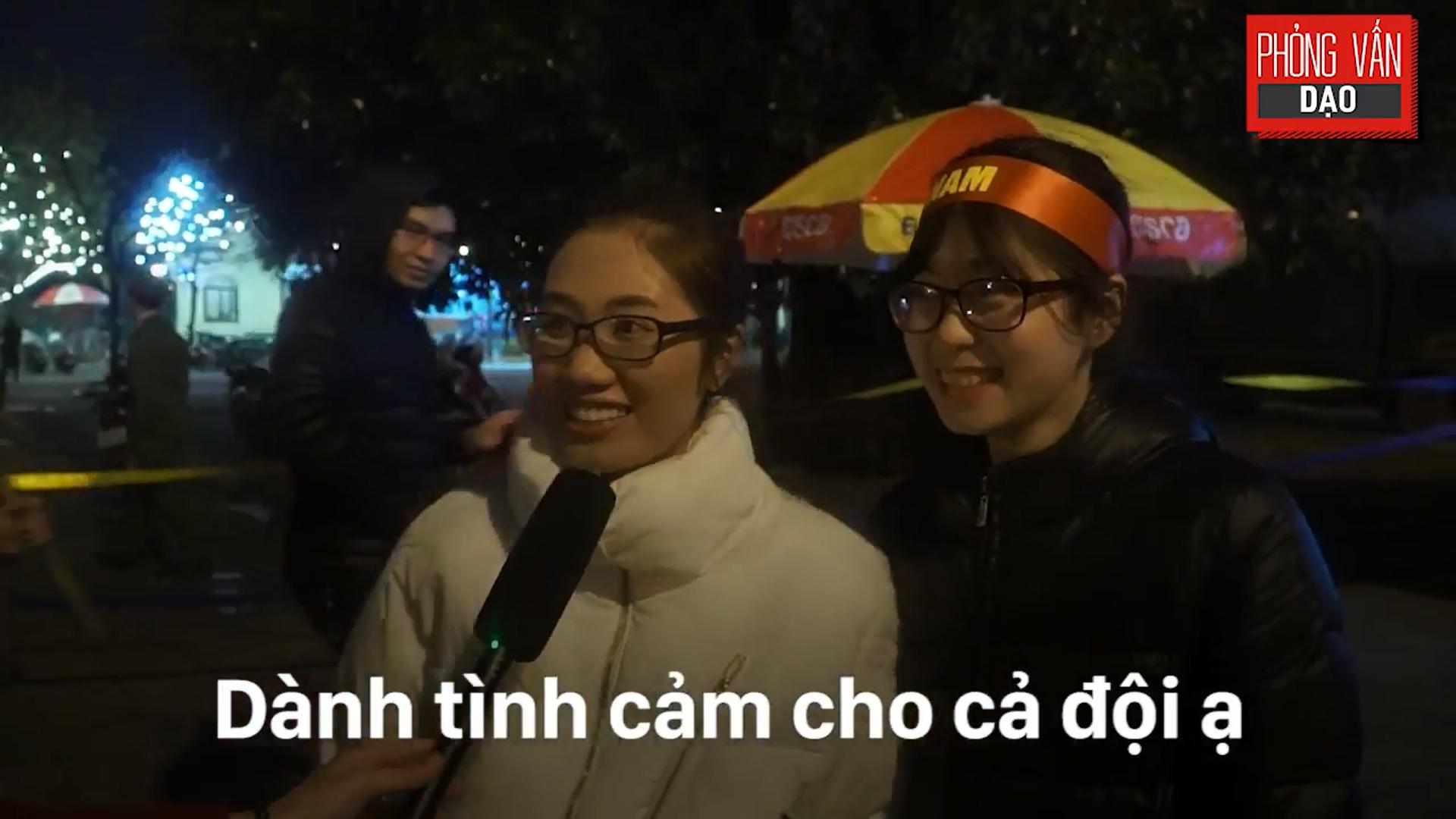 Phỏng vấn dạo: Cảm xúc của người hâm mộ khi đón U23 Việt Nam trở về trong vòng tay - Ảnh 12.