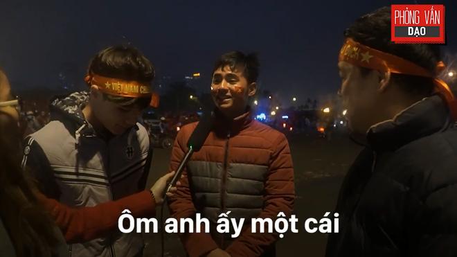 Hình ảnh Phỏng vấn dạo: Cảm xúc của người hâm mộ khi đón U23 Việt Nam trở về trong vòng tay số 11