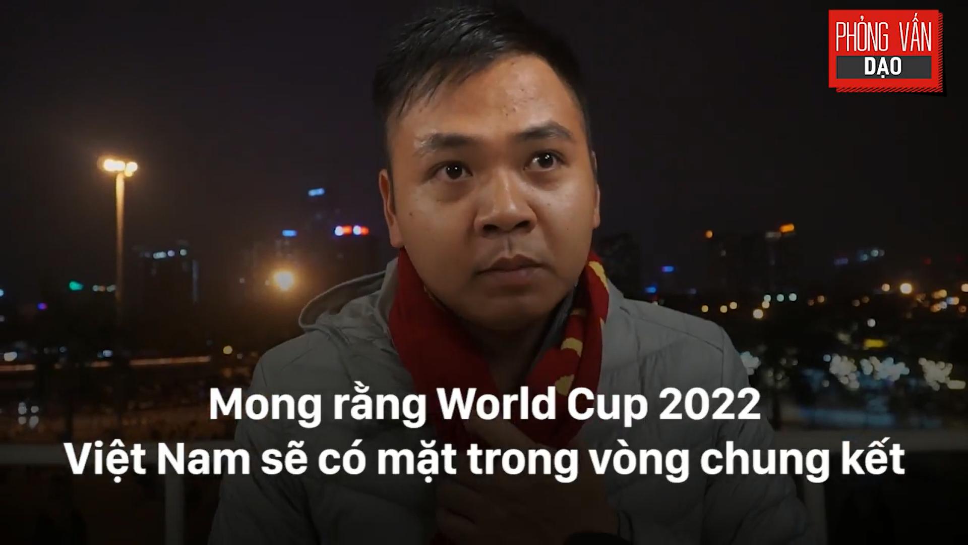 Phỏng vấn dạo: Cảm xúc của người hâm mộ khi đón U23 Việt Nam trở về trong vòng tay - Ảnh 22.