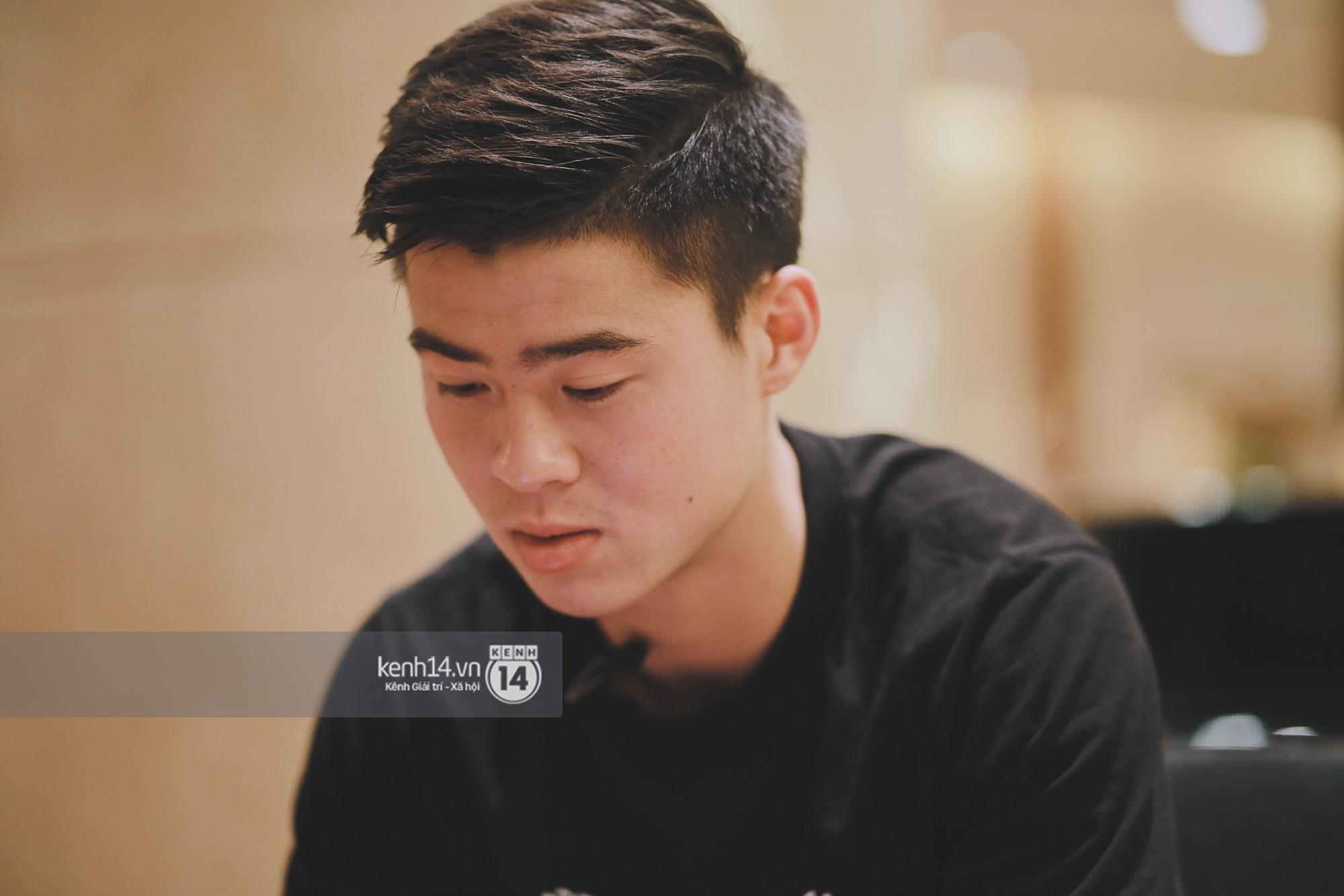 Hot boy Duy Mạnh U23: Trong đội chỉ có mình với Hồng Duy bán hàng online, nhưng thật ra là... đăng hộ bạn gái đấy! 9