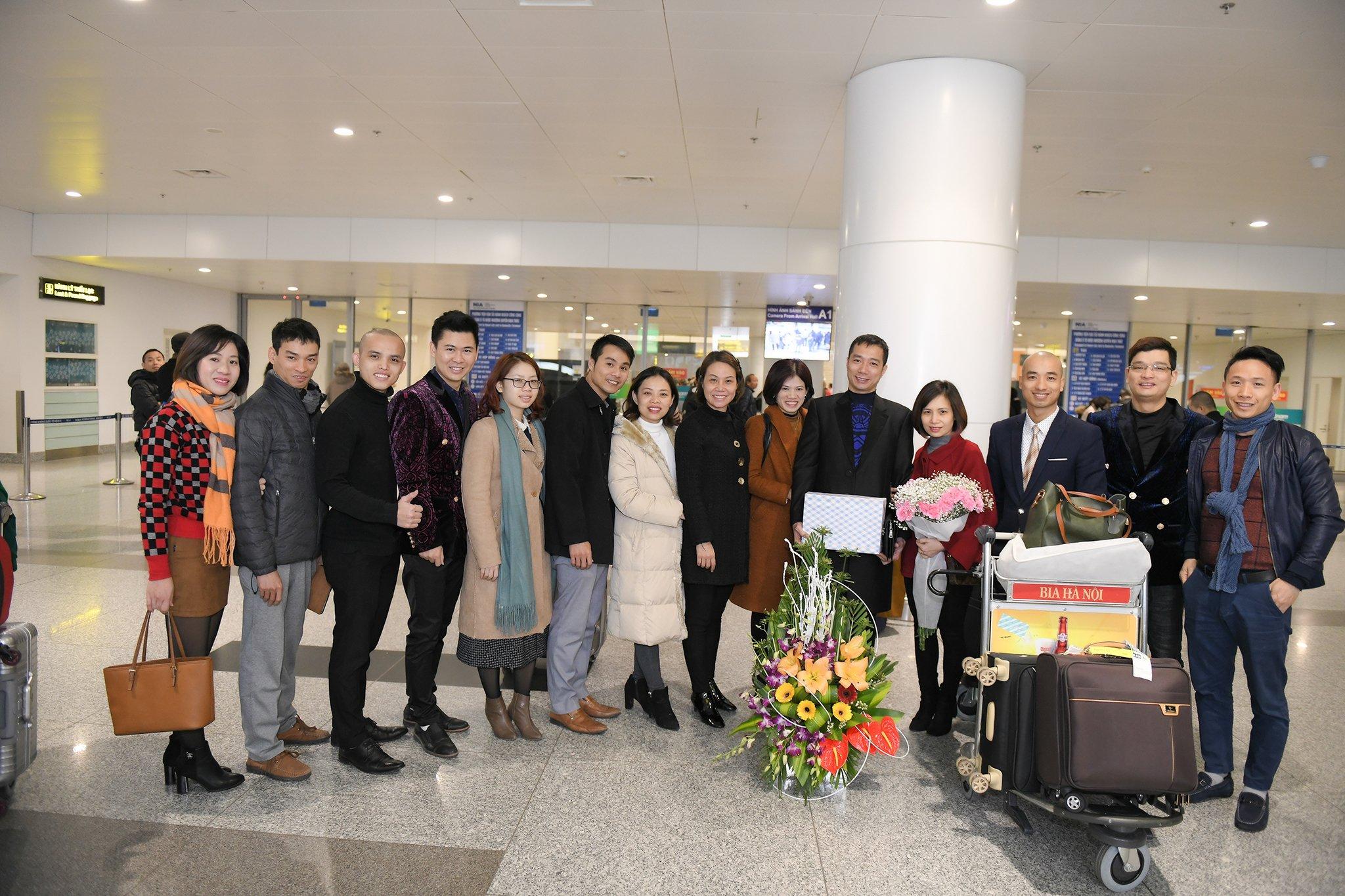 NTK Đỗ Trịnh Hoài Nam được fan chào đón nồng nhiệt tại sân bay hậu Haute Couture 2018 3