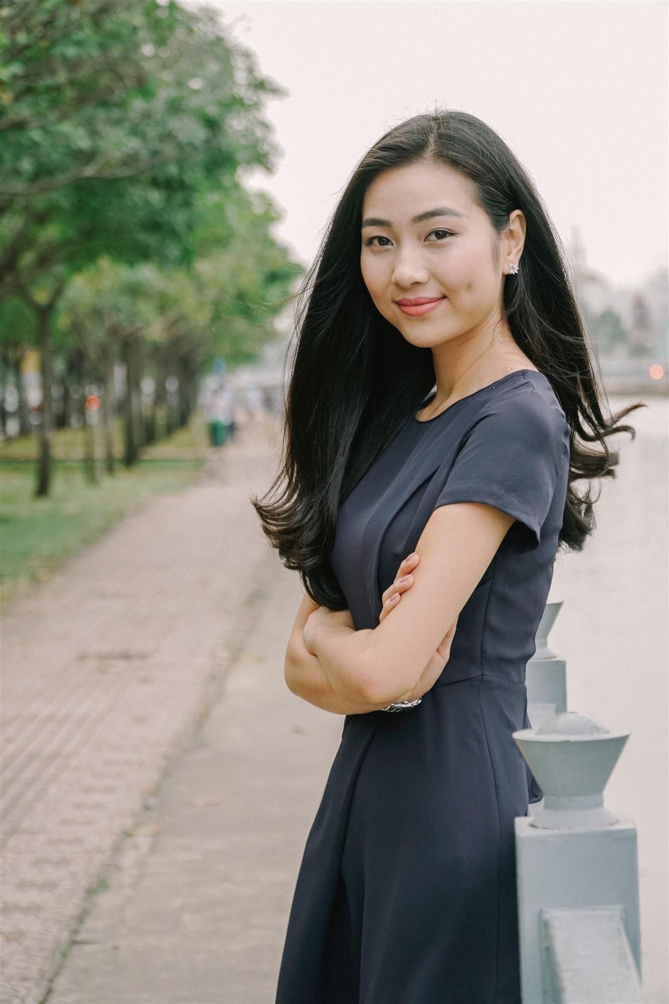 Mỹ nhân của Hoa hậu Việt Nam 2016 bất ngờ làm MC trong bản tin thời sự của VTV9 5
