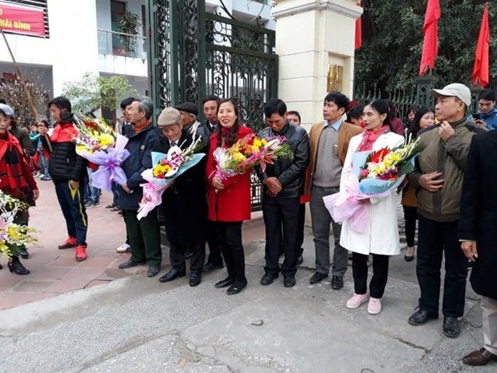 Đoàn Văn Hậu U23 được đại gia Thái Bình đón rước về quê bằng siêu xe 6