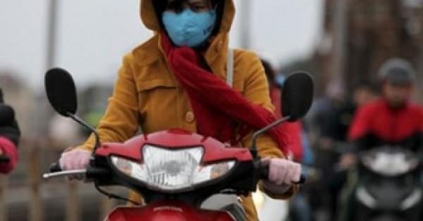 Đây là sai lầm dễ mắc của người đi xe máy trong ngày giá rét: Hãy đọc để bảo vệ bản thân - Ảnh 1.