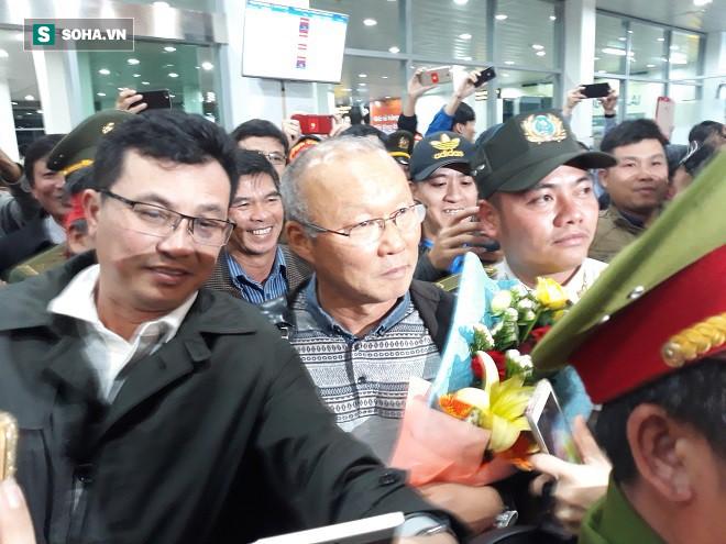 Đặt chân xuống Gia Lai, HLV Park Hang-seo lập tức được bầu Đức mời cơm 1