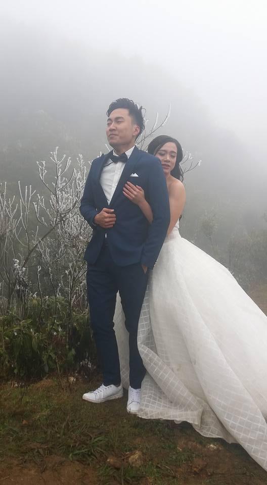"""Cô dâu """"dũng cảm"""" nhất năm: Mặc váy hở vai chụp ảnh cưới giữa băng tuyết Sapa 1"""