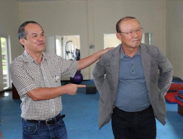 HLV Park Hang-seo đích thân lên Phố núi cảm ơn bầu Đức 1
