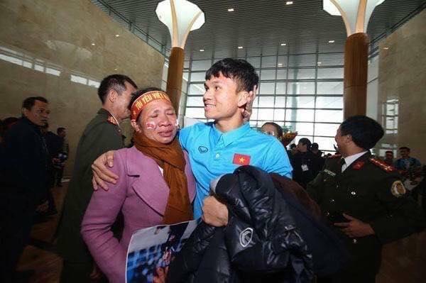 Phạm Xuân Mạnh U23 VN từng bán trâu để mua giày đá bóng 1