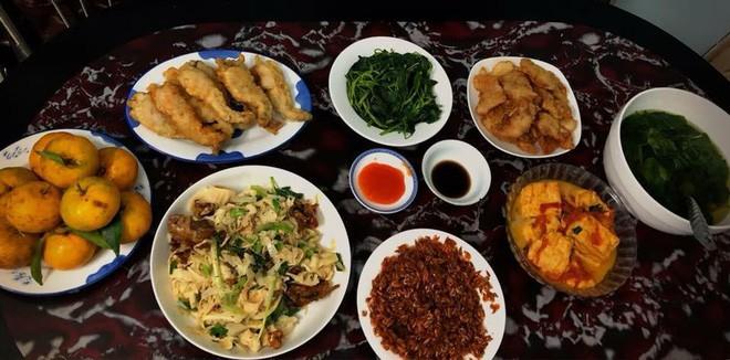 Cao thủ chi tiêu Hà Nội: Chỉ tốn 4,5 triệu/tháng tiền chợ cho 4 người lớn mà bữa nào cũng như đại tiệc 14