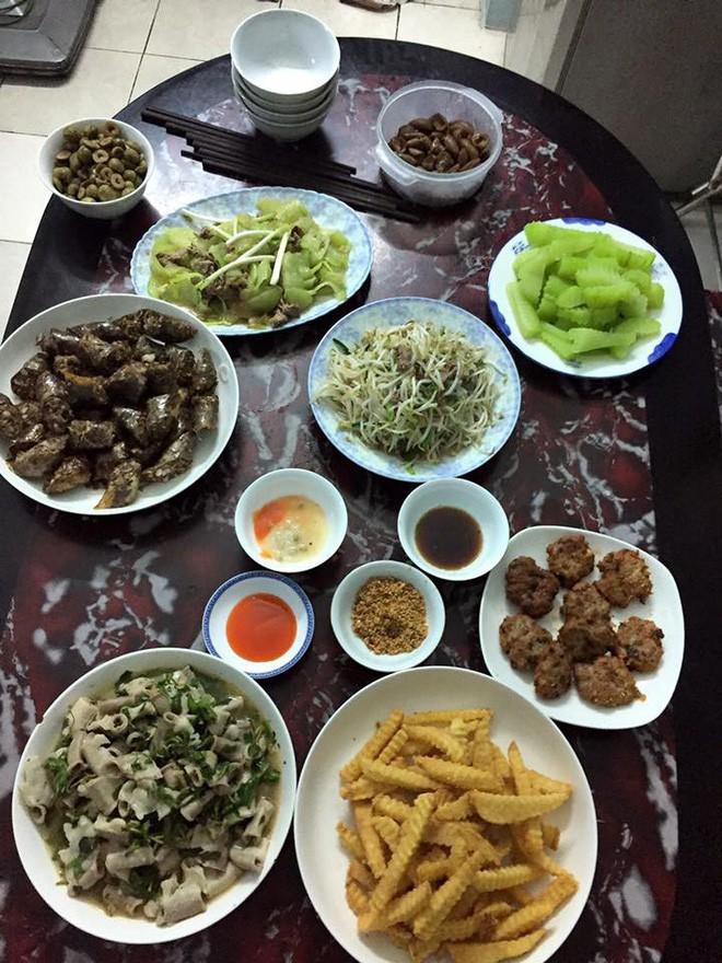 Cao thủ chi tiêu Hà Nội: Chỉ tốn 4,5 triệu/tháng tiền chợ cho 4 người lớn mà bữa nào cũng như đại tiệc 16