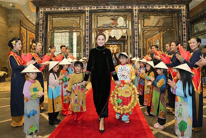 Vợ đại gia của Thanh Bùi đón U23 Việt Nam trong khách sạn hạng sang 1
