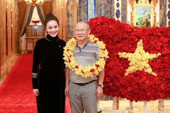 Vợ đại gia của Thanh Bùi đón U23 Việt Nam trong khách sạn hạng sang 2