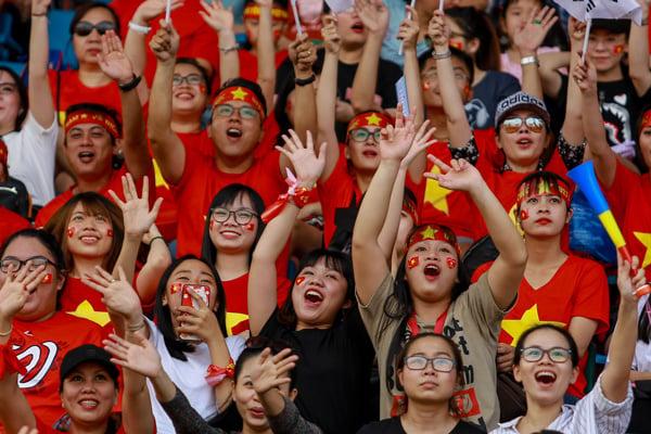 Hình ảnh Hàng chục nghìn con tim rực lửa đón U23 Việt Nam tại SVĐ Thống Nhất số 8