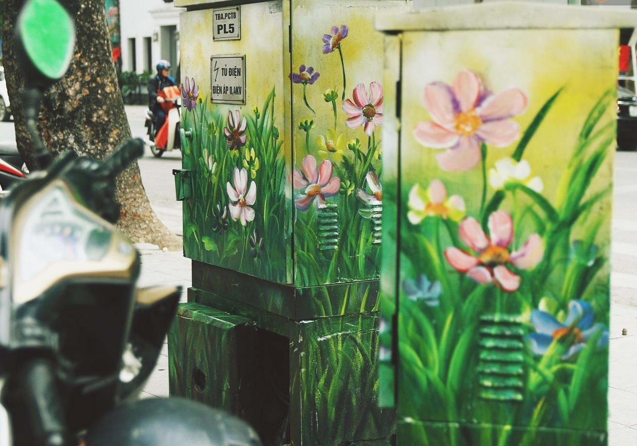 Chùm ảnh: Bốt điện nhếch nhác ở trung tâm Hà Nội xúng xính khoác áo mới chào xuân - Ảnh 8.