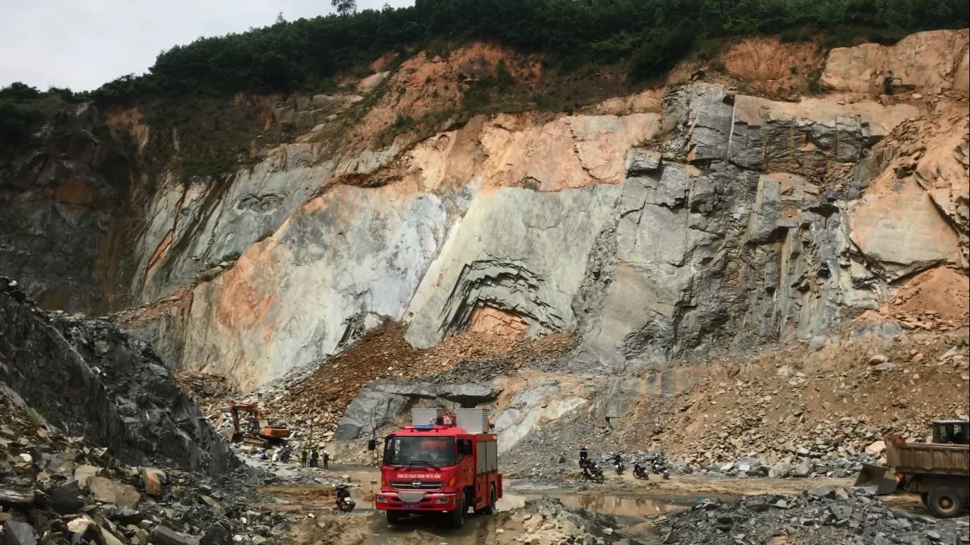 Đà Nẵng: Sạt lở tại mỏ đá, 1 nam thanh niên bị đè chết thương tâm 1