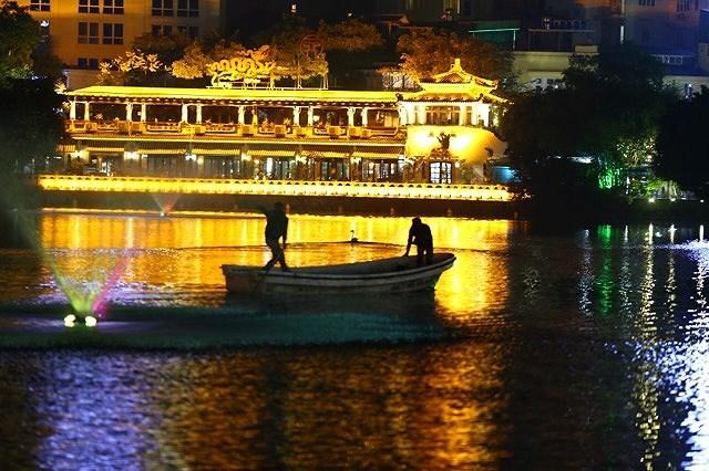 12 con Thiên nga ở hồ Gươm đã bị bắt lại giữa đêm 2