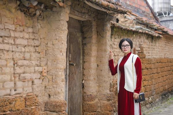 Hình ảnh Rũ bỏ vẻ đài các, Em bé Hà Nội Lan Hương hóa mẹ quê trong MV của ca sĩ Lương Nguyệt Anh số 4