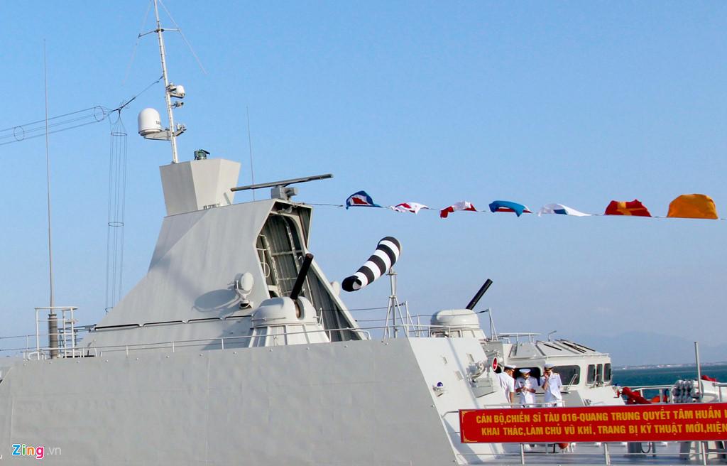 Thượng cờ 2 tàu hộ vệ tên lửa 015 - Trần Hưng Đạo và 016 - Quang Trung 5